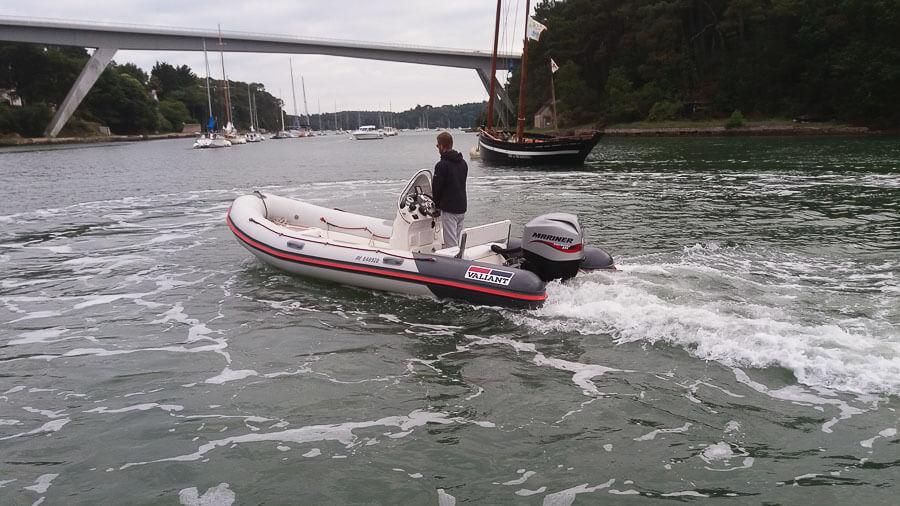 location bateau 525 sport valiant bateau moteur louer le bono partir de 153 euros. Black Bedroom Furniture Sets. Home Design Ideas