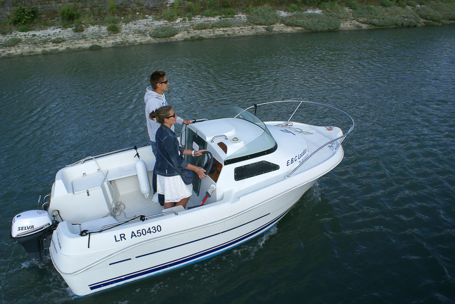 location bateau 435 cabin sans permis quicksilver bateau moteur louer la rochelle. Black Bedroom Furniture Sets. Home Design Ideas