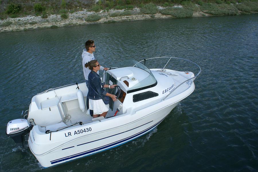 Location bateau 435 cabin sans permis quicksilver bateau - Location bateau sans permis port leucate ...